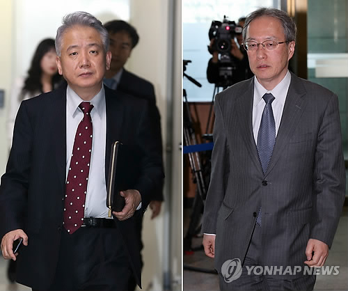 Lee Sang-deok (L), Seoul's chief delegate to the talks on Japan's sexual enslavement of Korean women during World War II, enters a conference room at the Foreign Ministry in Seoul on March 16, 2015. At right is his Japanese counterpart, Junichi Ihara. The sides are seeking to improve their icy ties as this year marks the 50th anniversary of the normalization of their bilateral relations. The year also marks the 70th anniversary of Seoul's liberation from Tokyo's colonial rule in 1945. (Yonhap)
