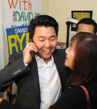 Ryu celebrates after winning the election. (Korea Times file)