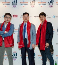 """Chef Kim Sung-il of """"La Yeon"""" (center), poses with Chef Ryu Tae-hwan of """"Ryunique"""" (left) and Chef Yim Jung-sik of """"Jungsik,"""" at the award ceremony of Asia's 50 Best Restaurants 2015 held in Singapore, Monday. (Courtesy of S. Pellegrino)"""