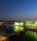 Some Sevit , also known as the floating Islands turned green yesterday to celebrate St. Patrick's Day. The Islands on the Han River were green from dusk until 11 p.m. Tuesday. (Courtesy of The Irish Embassy)