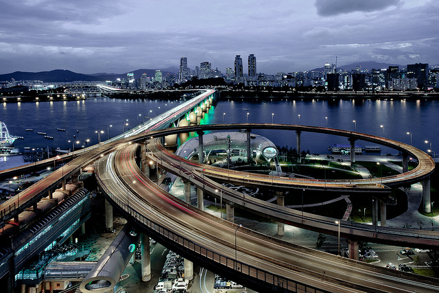 Part of the film was shot on the Cheongdam Bridge (Courtesy of Park Hyung-yul via Flickr/Creative Commons)