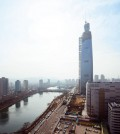 The Korean peninsula's soon-to-be tallest tower, the Lotte World Tower (Courtesy of Seoul Korea via Flickr/Creative Commons)