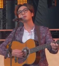 South Korean singer Roy Kim performs at Global Citizen 2015 Earth Day Saturday. (Yonhap)