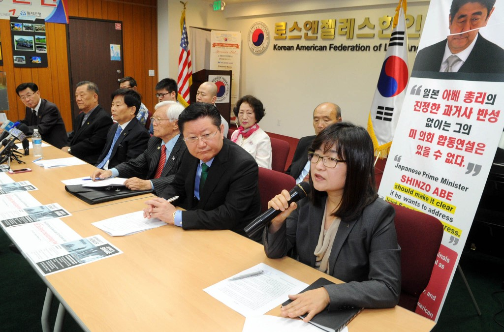 Korean American organization leaders in Los Angeles gathered at the Korean American Federation to discuss the silent protest against Japanese PM Shinzo Abe during his visit May 1. (Park Sang-hyuk/Korea Times)
