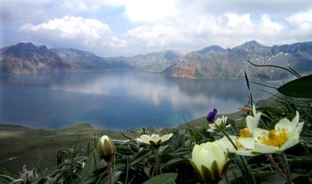(Caldera on Mount Baekdu / Korea Times file)