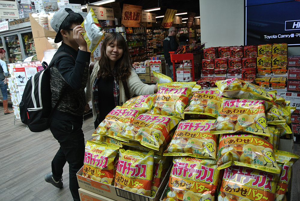 Calbee's Happy Butter chips on sale inside a Koreatown market. (Park Ji-hye/Korea Times)
