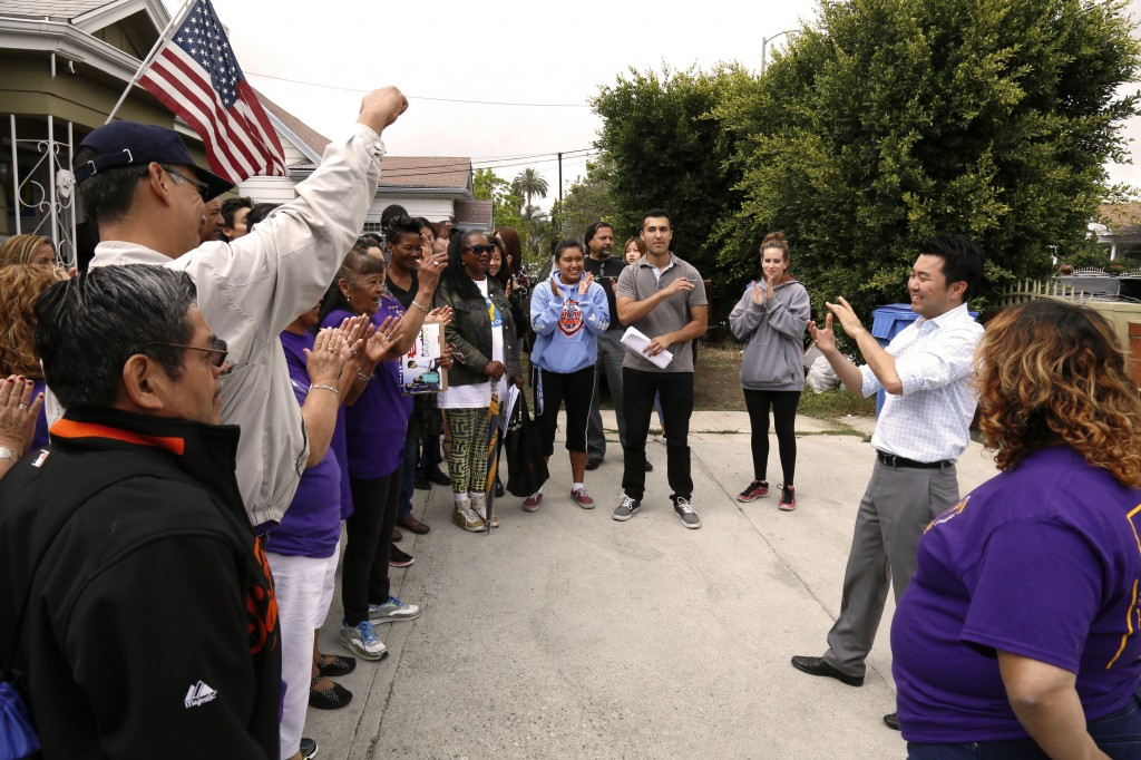 Los Angeles City Council candidate David Ryu, right, stands with a group of about 30 supporters and volunteers this weekend. (Korea Times)