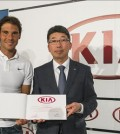 Fourteen-time Grand Slam champion Rafael Nadal (L) stands next to the head of Kia Motor Corp.'s Spain office, Kim Kyeong-hyun, after signing a renewal of the carmaker's sponsorship deal with the tennis player on April 30, 2015. (Photo courtesy of Kia Motors Corp.)