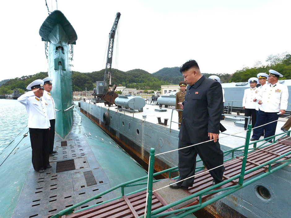 This undated picture released from North Korea's official Korean Central News Agency (KCNA) on June 16, 2014 shows North Korean leader Kim Jong-Un (R) inspecting the submarine No. 748 of Korean People's Army (KPA) naval unit 167 led 7th regiment at an undisclosed location in North Korea (KCNA/Yonhap)