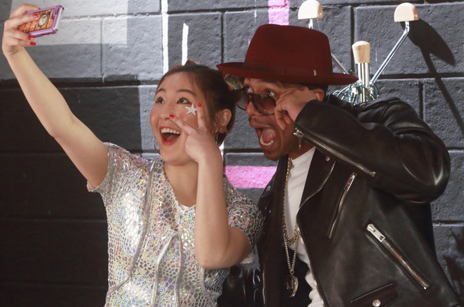 """Executive producer, Nick Cannon visits the set of of """"Make It Pop."""" (Courtesy of Nickelodeon/Viacom)"""