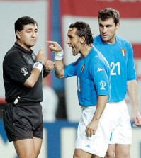 Ecuadorian referee Byron Moreno, left, has somewhat of a celebrity status in Korea to this date. (AP file)