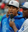 Juan Uribe, widely known as Ryu Hyun-jin's best friend on the Dodgers, has been traded to the Atlanta Braves. (AP file)