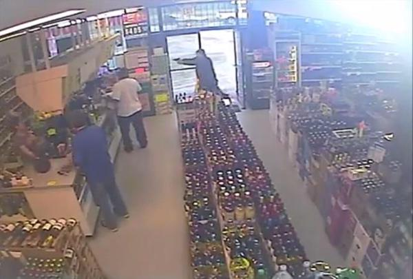 Security footage of the shooting at the Georgia liquor store on May 31, 2015. (Korea Times file)