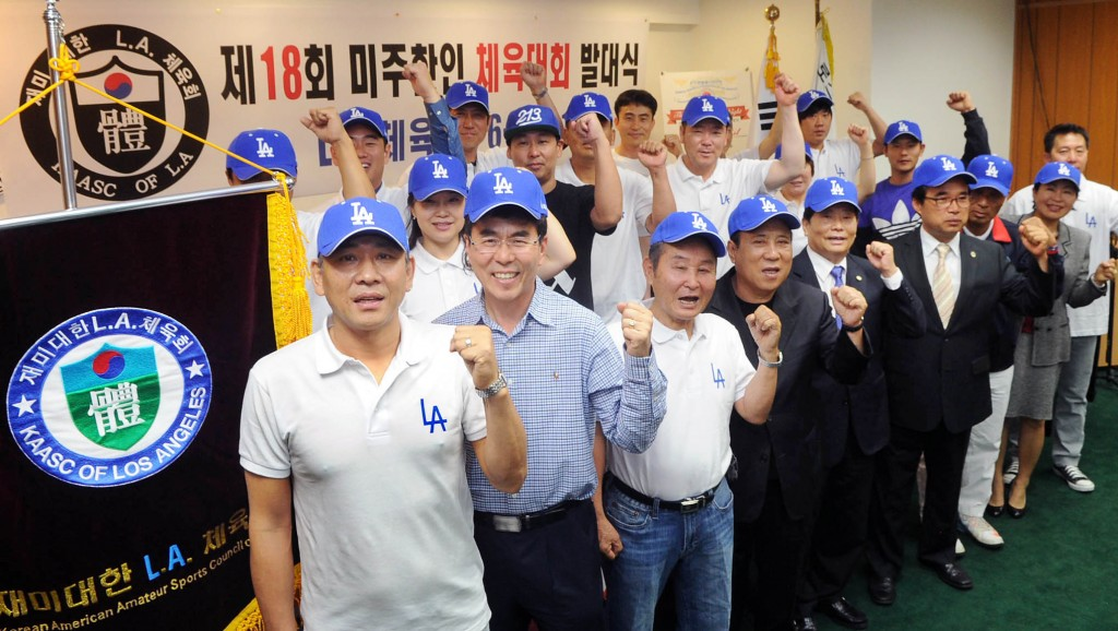 One hundred athletes and staff from the Los Angeles branch of the Korea Sports Association will attend the 18th Korean American National Sports Festival in Washington, D.C., June 19 to 21. (Korea Times)