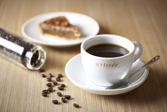 Luwak Coffee, made from coffee beans eaten and defecated by the Asian palm civet, featured at 42,000 won a cup at The Shilla Seoul in 2009. (Korea Times file)