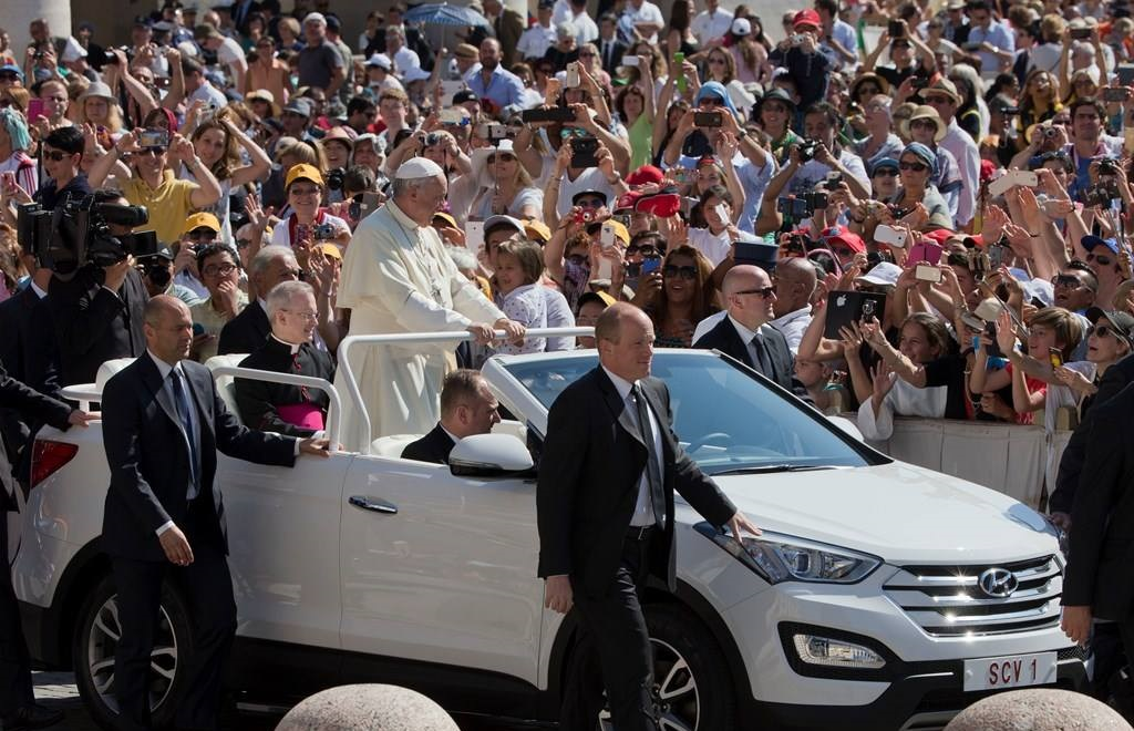 Pope Francis arrives for his weekly general audience in St. Peter's Square at the Vatican, Wednesday, June 3, 2015. Pope Francis will go to Sarajevo on Saturday for a one-day pastoral visit to the Bosnian capital. (AP Photo/Alessandra Tarantino)