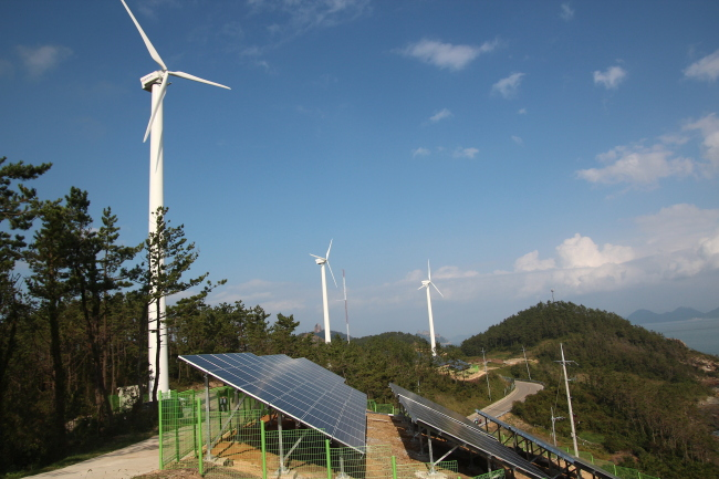 Shown is a photo of South Korea's energy-independent island of Gasado, located some 470 kilometers south of Seoul, where wind and solar power sources supply more than 80 percent of the island's overall consumption. (Photo courtesy of KEPCO via Yonhap)