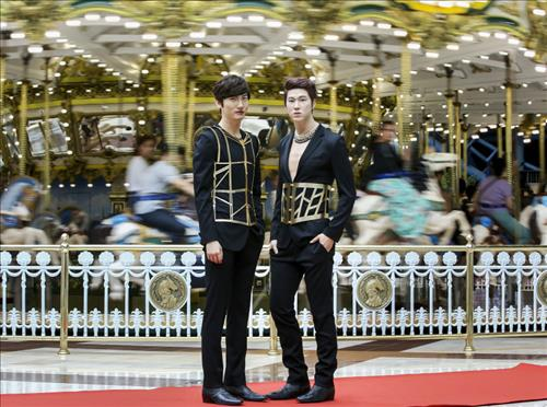 TVXQ wax figures will have their Seoul debut at Madame Tussaudes Seoul Saturday. (Yonhap)