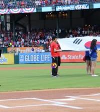 South Korean singer Yangpa sings Korean national anthem at Korean Night inside Rangers Ballpark Monday. (Yonhap)