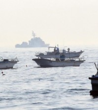 Guarded by South Korean naval ships, fishing boats operate. (Yonhap)