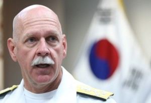 Adm. Scott Swift, the commander of the U.S. Pacific Fleet, speaks during a group interview with Yonhap News Agency and other media outlets on July 20, 2015. (Yonhap)