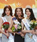 From left -- 2nd runner-up So Mirim, the winner Lee Minji, and the 1st runner-ip Kim Ye-rim. (Newsis)