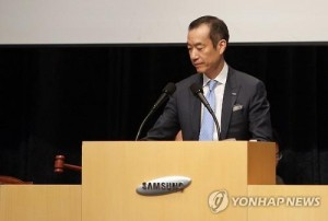 Choi Chi-hun, a co-head of Samsung C&T Corp. raps the gavel to announce the start of its shareholder meeting in Seoul on July 17, 2015. The construction arm of Samsung Group, and sister firm Cheil Industries Inc. won approval from shareholders for a merger plan, a step deemed vital for a power transfer at South Korea's top conglomerate. (Photo courtesy of Samsung C&T)