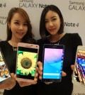 This file photo taken on September 24, 2014, shows models posing with the Galaxy Note 4 and the Galaxy Note Edge. Industry watchers said on July 15, 2015, Samsung Electronics Co. plans to showcase its next phablet flagship, presumably the Galaxy Note 5, in earlier-than-expected August. (Yonhap)