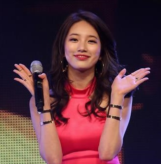 """Suzy of girl group MissA performs at a concert showcasing the group's latest album """"Only You"""" in Seoul on March 30, 2015. (Yonhap)"""