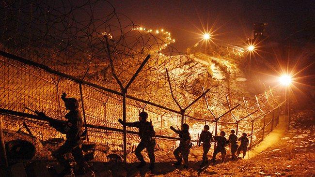 Soldiers prepare along the Korean DMZ. (Yonhap)