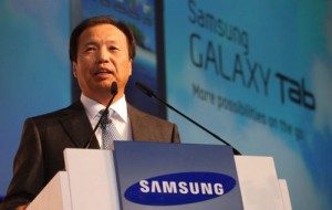 Samsung's Shin Jong-kyun saw his salary go from $9.5 million to $1.4 million due to slimping smartphone sales. (Yonhap)