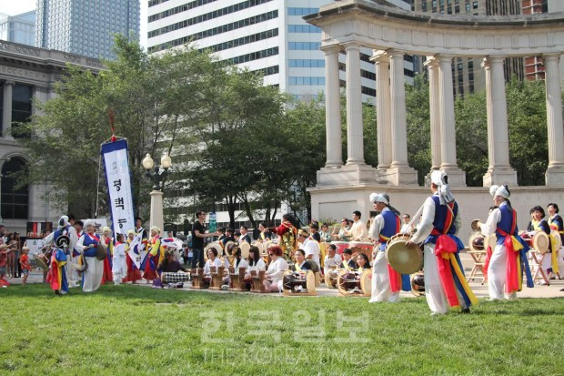 Chicago's Wrigley Square saw a celebration for Korean liberation day Saturday. (Korea Times)