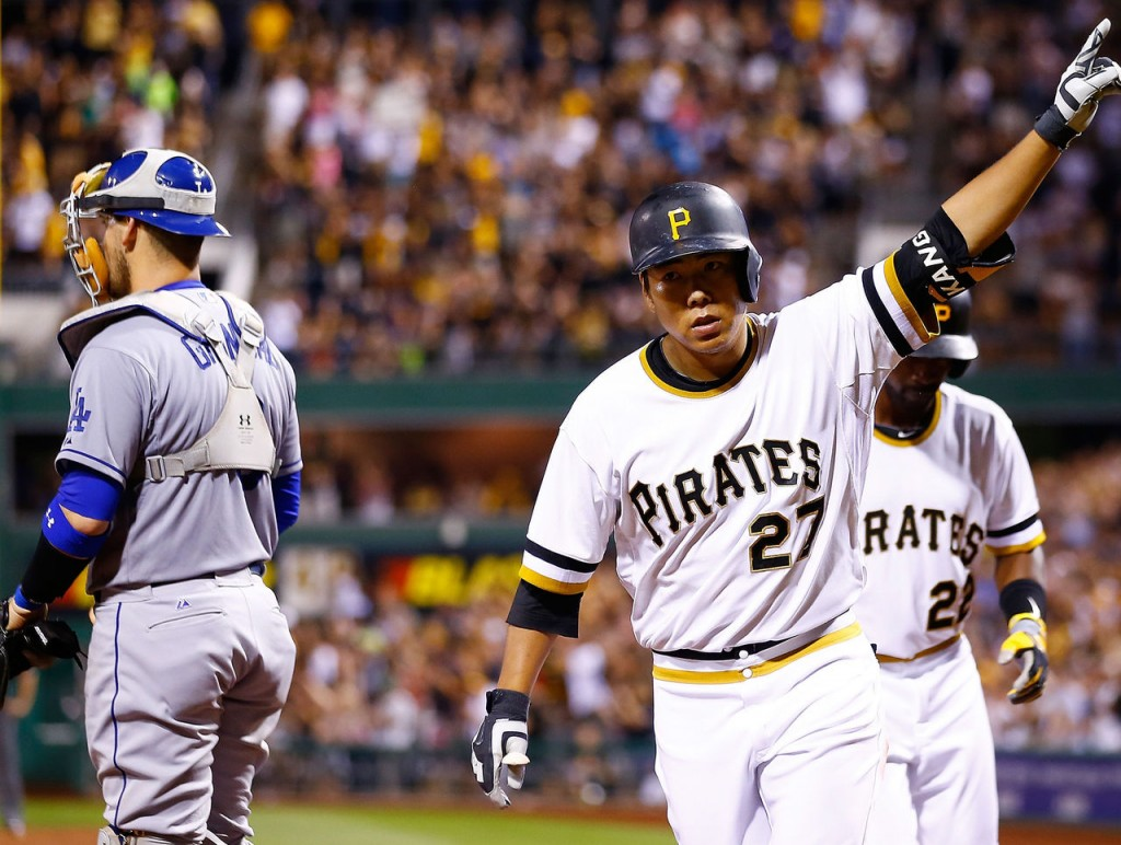 Kang Jung-ho of the Pittsburgh Pirates (C) celebrates his three-run home run against the Los Angeles Dodgers at PNC Park in Pittsburgh on Aug. 9, 2015. (Yonhap)