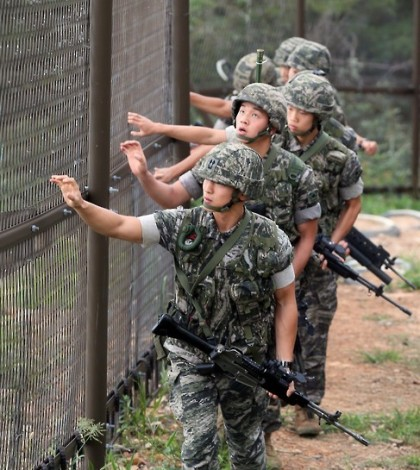South Korean soldiers patrol along the coast of South Korea`s western island of Yeonpyeong, which borders North Korea, on Aug. 26, 2015. The South Korean military has reduced its military alert position since North Korea lifted the quasi-war state of its armed forces following the two Koreas` agreement the previous day on defusing tensions after four days of intensive inter-Korean talks. (Yonhap)