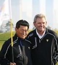 Nick Price, right, sure wishes K.J. Choi was playing better. (Yonhap)