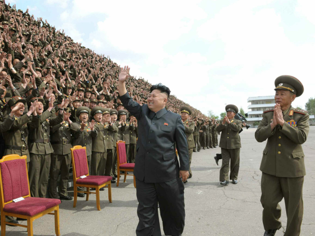 North Korean leader Kim Jong-un (C) poses for a photo with soldiers in this photo released by the North`s state-run Rodong Sinmun newspaper. (Yonhap)