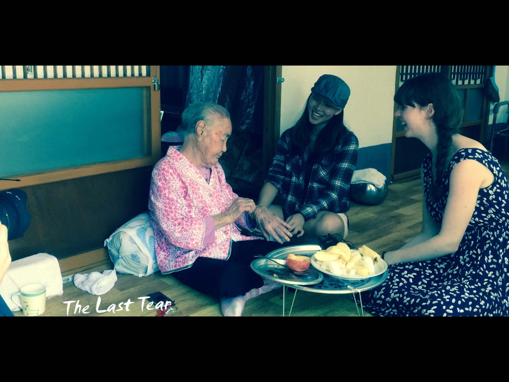 "Students traveling with director Christopher H.K. Lee speak with a halmoni who was a victim of sexual slavery during World War II. (Courtesy of ""The Last Tear"")"