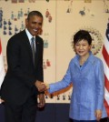 South Korean President Park Geun-hye (R) and U.S. President Barack Obama shake hands before holding summit talks at the presidential office of Cheong Wa Dae in Seoul on April 25, 2014. (Yonhap)
