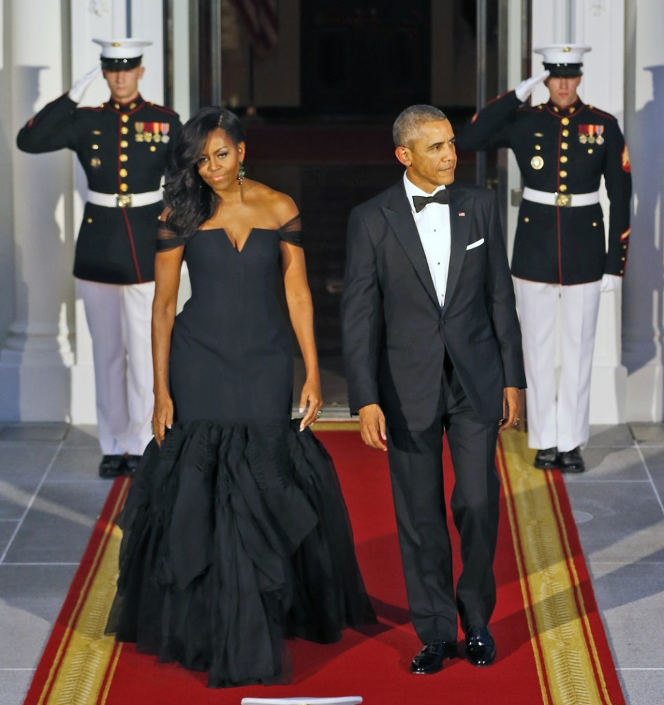 President Barack Obama, right, and first lady  Michelle Obama wait for the arrival of Chinese President Xi Jinping and his wife Peng Liyuan for a State Dinner at the White House in Washington, Friday, Sept. 25, 2015. (AP Photo/Steve Helber)