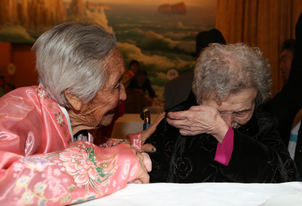 This file photo, taken on Feb. 20, 2014, shows the reunions of family members separated by the 1950-53 Korean War held at Mount Kumgang in North Korea. (Yonhap)