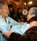 In this file photo dated Feb. 20, 2014, South Korean resident Kim Sung-yun, 95, relishes being reunited with her younger sister from North Korea, Kim Suk-ryeo, 79, during the reunions of separated families at the Mount Kumgang resort on the North's east coast. South and North Korea agreed on Sept. 8, 2015, to hold another round of reunions of families, separated by the 1950-53 Korean War, at the resort on Oct. 20-26. (Yonhap)