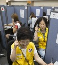 Volunteers make phone calls to separated families in South Korea at the headquarters of South Korea's Red Cross in Seoul on Sept. 1, 2015, to see if they will agree to exchange a list of separated family members with North Korea. In a landmark deal, the two Koreas agreed last week to resume the much-anticipated reunions of families separated by the 1950-53 Korean War on the occasion of Korea's fall harvest holiday slated for September. (Yonhap)