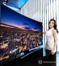 A model stands with a Samsung UHD television.(Yonhap)