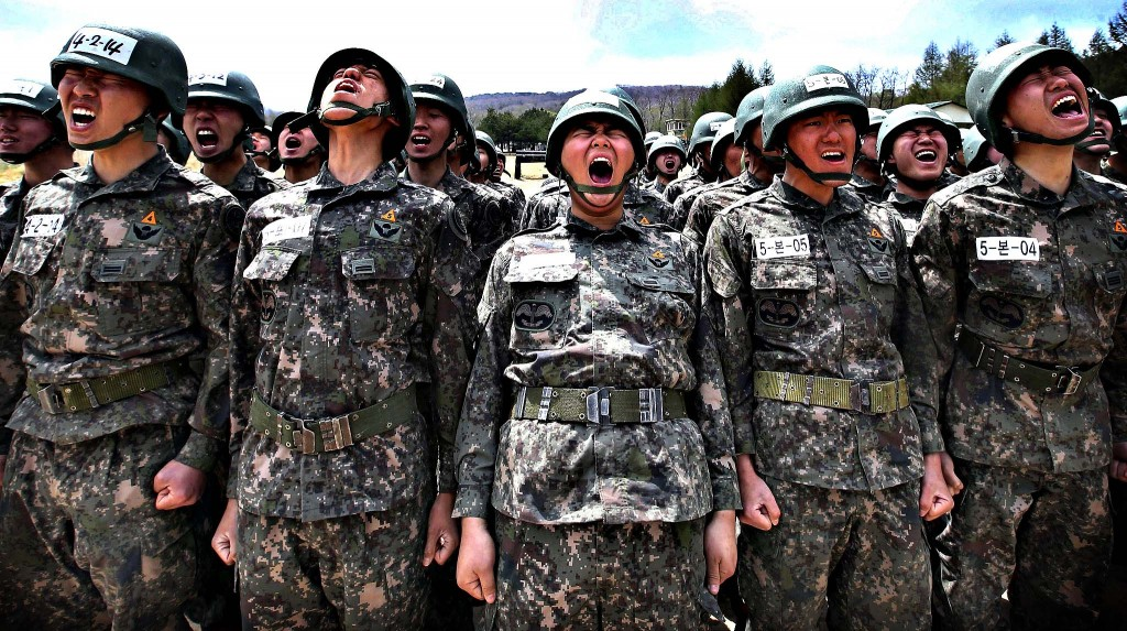 Members of the South Korean special forces take part in a military drill in Yeongcheon, southeast of Seoul in this May 2, 2013 picture. (Yonhap)