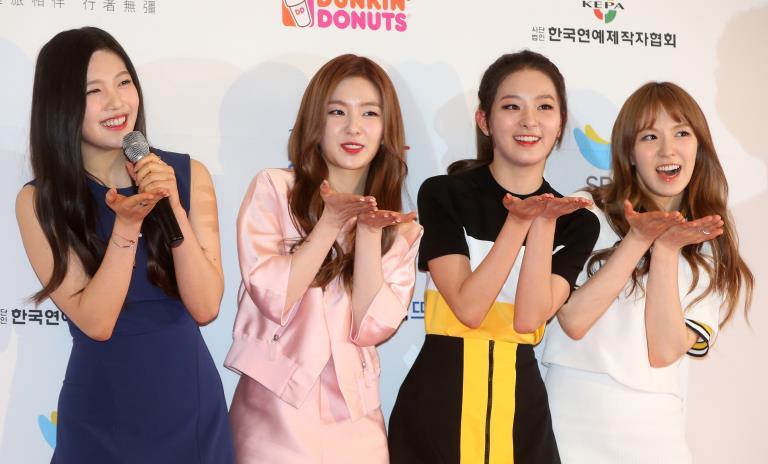 Red Velvet, a girl group likely to succeed S.M. Entertainment's Girls' Generation, poses at the 2015 Dream Concert at Seoul World Cup Stadium on May 23, 2015. (Yonhap)
