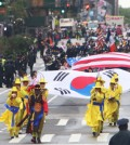 The 2015 Korean Parade marched down Avenue of the Americas in Manhattan, New York, Saturday. (Korea Times)