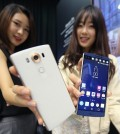 Two models show off the latest smartphone V10, manufactured by LG Electronics Co., during a publicity event in Seoul on Oct. 1, 2015. The 5.7-inch LG V10 features a QHD IPS Quantum display and a small rectangular display above the larger screen. Although the display seems integrated, the two segments work independently to deliver different information. (Yonhap)