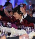 South Korean President Park Geun-hye at a friendship dinner Wednesday night during her latest U.S. visit (Yonhap)