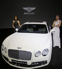Models with a limited edition Flying Spur made for the Korean market during a sales event held at the Shilla Hotel, in Seoul, Tuesday. Bentley Korea unveiled the two Flying Spur luxury sedans created by designer Lee Sang-yup under its Mulliner bespoke service. (Yonhap)