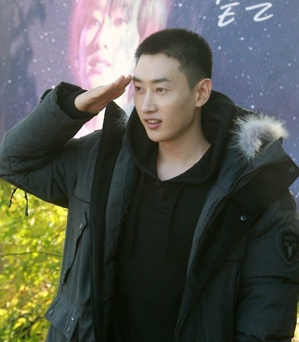 Super Junior member Eunhyuk entered military service Tuesday in South Korea. (Yonhap)